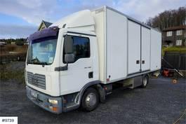 bakwagen vrachtwagen MAN TGL 7.180 4x2 box truck w / doors in sde & lift 2005