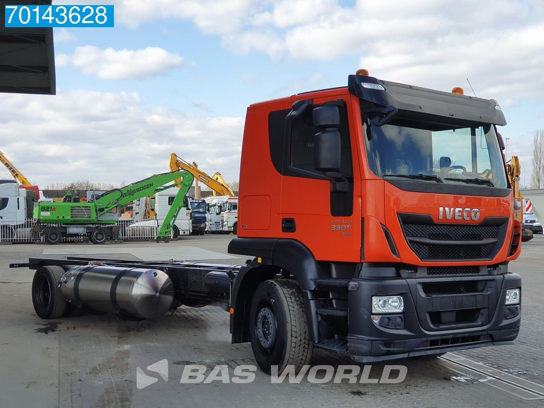 chassis cabine vrachtwagen Iveco 330 4X2 Hi-Street AT LNG Manual Intarder ACC 2x Tanks Euro 6 2017