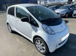 hatchback auto Peugeot iOn Electric Elektroauto 2013