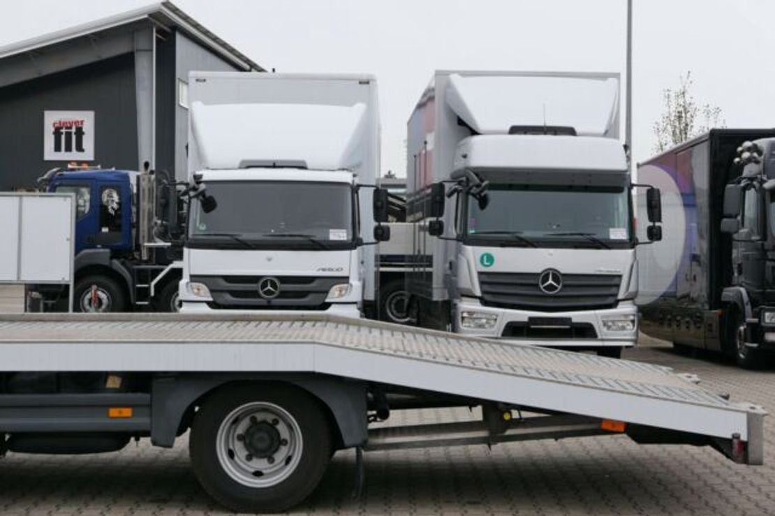 autotransporter vrachtwagen Mercedes-Benz 818 Autotransport Mersch original 93000Km E6 2015