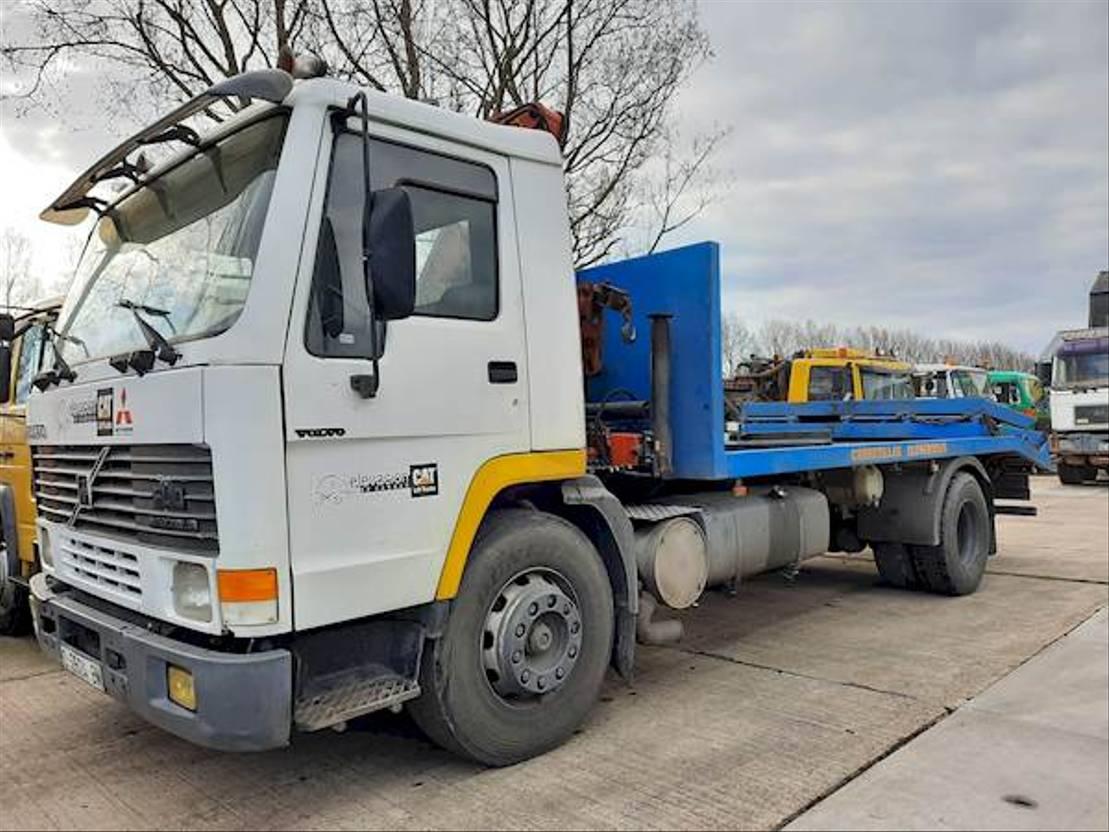 takelwagen-bergingswagen-vrachtwagen Volvo + CRANE 1994