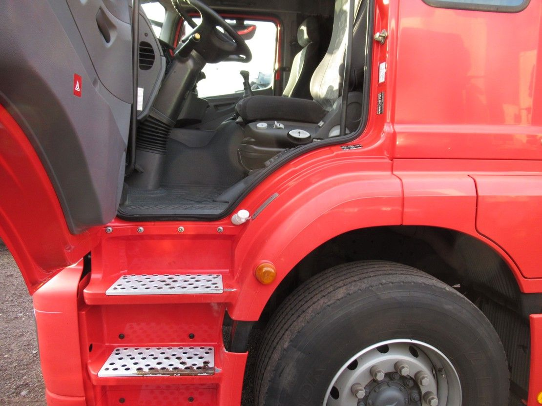 autotransporter vrachtwagen Mercedes-Benz Axor 1829 1829L Gesloten oprijvrachtwagen 6-pers. Euro 5 2009