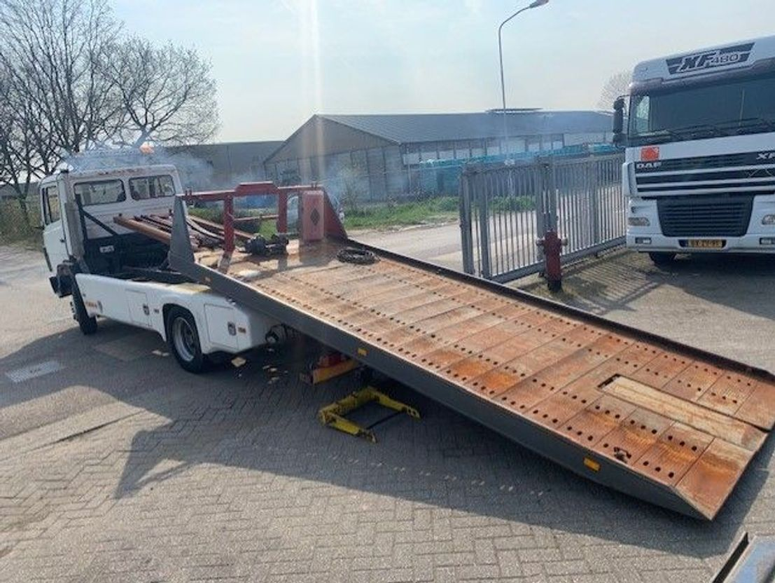 autotransporter vrachtwagen Mercedes-Benz 1114 depannage / abschlepper / tow truck 1984