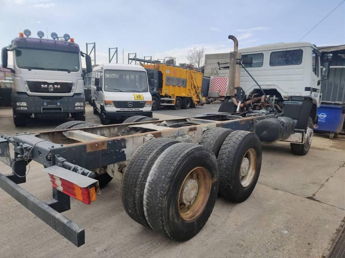 chassis cabine vrachtwagen Mercedes-Benz 2527 B 6X4 10Tons axles 1992