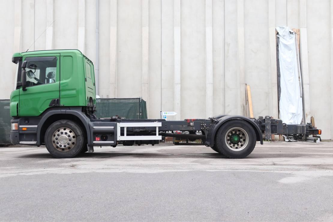 chassis cabine vrachtwagen Scania P420 4x2 Euro5 ADR Retarder 2009