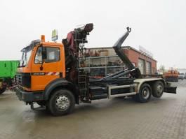 containersysteem vrachtwagen Mercedes-Benz SK 2538 L 6x2 Abrollkipper mit Kran 1995