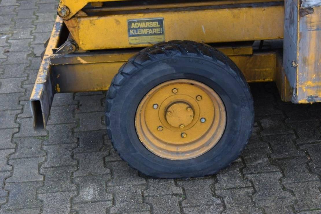 schaarhoogwerker wiel JLG 25MSE 2000