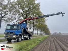 kipper vrachtwagen > 7.5 t Mercedes-Benz Actros 3332 6x6 kipper met kraan (3 pedalen) EURO 5 2010