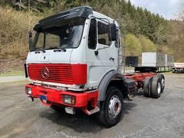 chassis cabine vrachtwagen Mercedes-Benz 2235 ** Fahrgestell/EPS/Blatt/M-Haus ** 1986