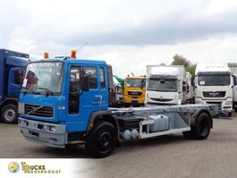 chassis cabine vrachtwagen Volvo FL serie 250 + Manual 2003