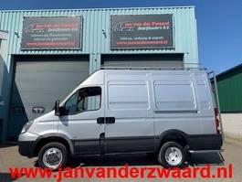 gesloten bestelwagen Iveco Daily 50 C 18  3.0 CC  180 PK  Lang Hoog Airco 6 Bak Imperiaal 3 zitplaatsen 2009