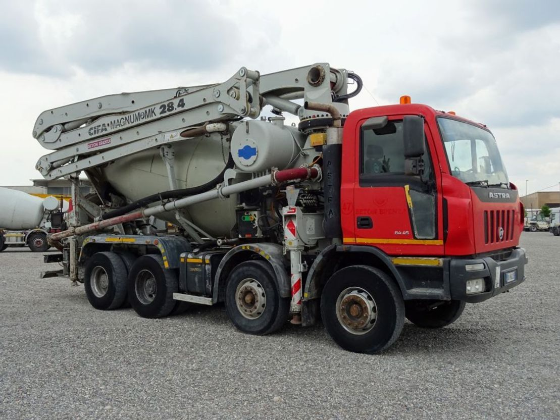 betonpomp vrachtwagen Astra HD8 8445