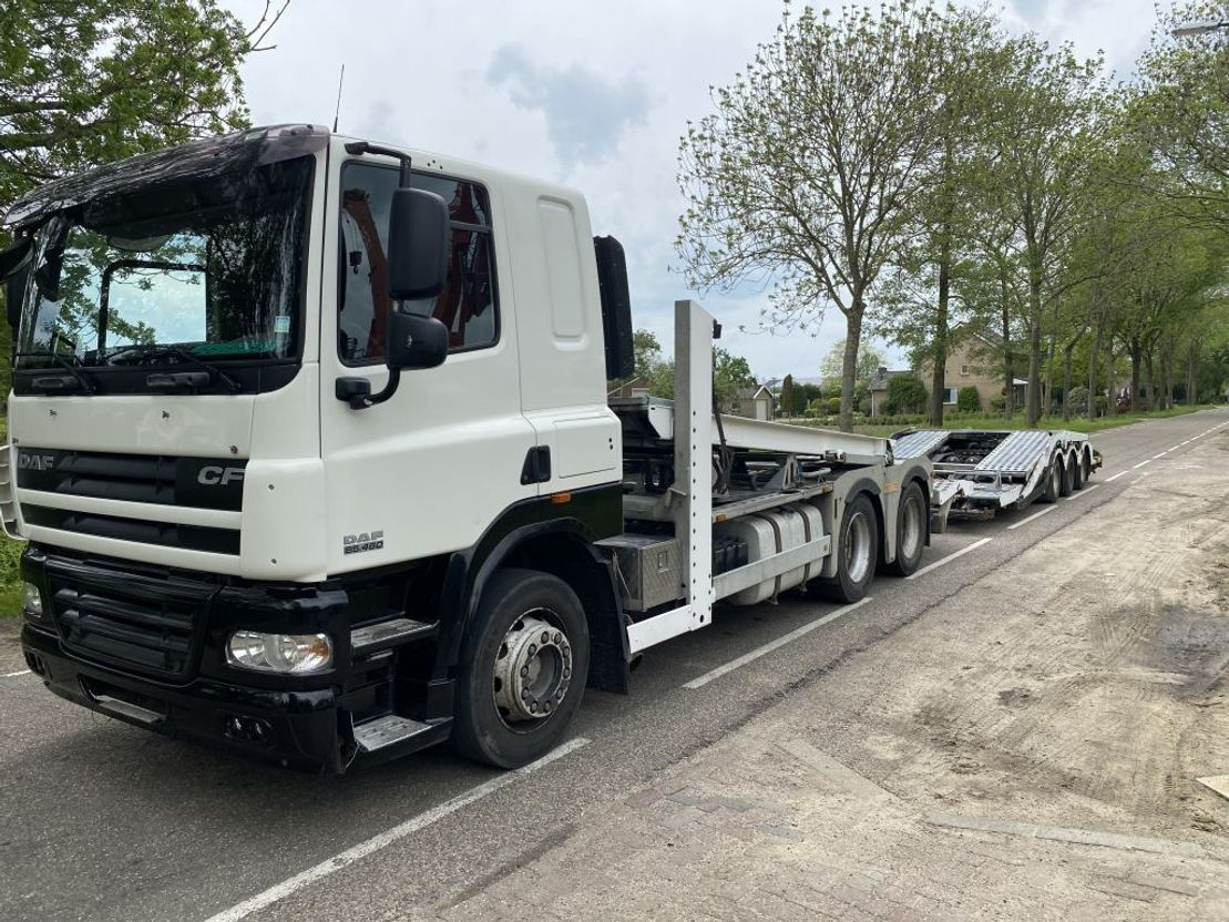 autotransporter vrachtwagen DAF CF 85 Autotransporter voor 7 Personenautos of voor 3 Vrachtwagens 2008