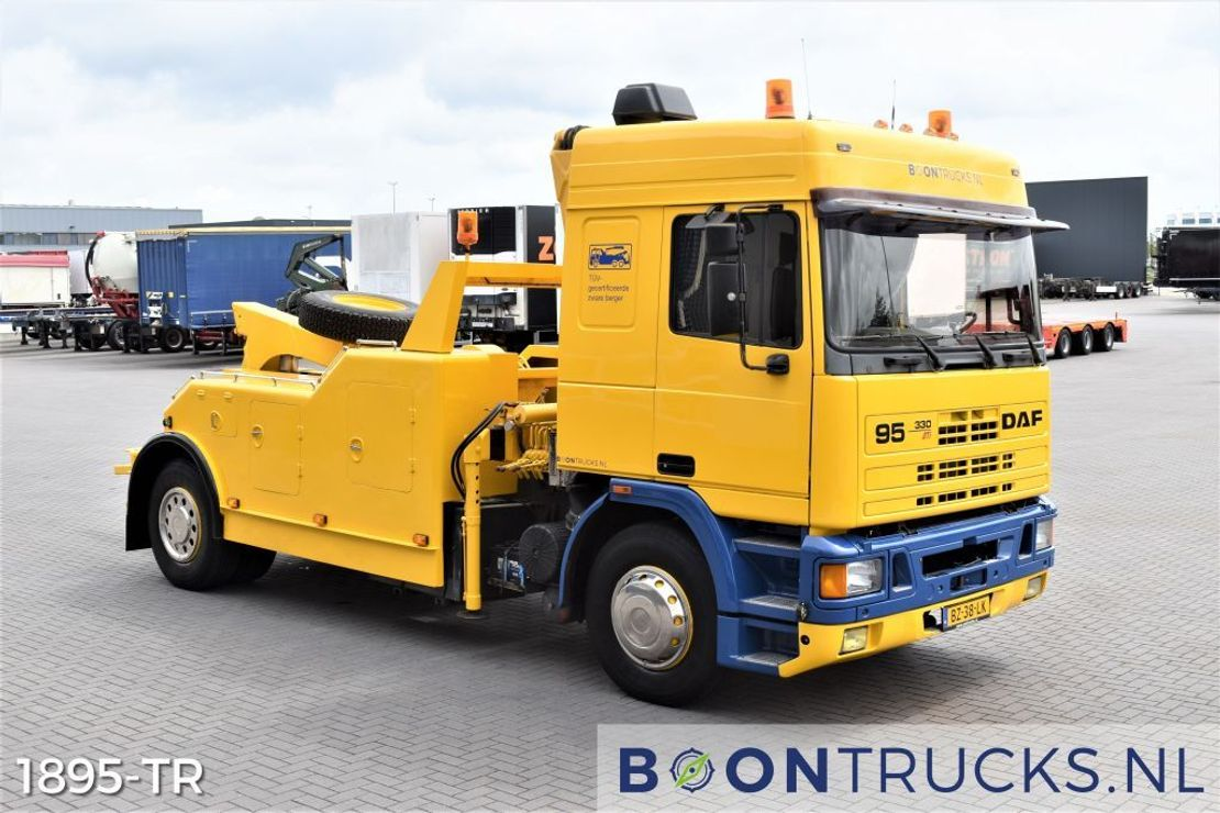 takelwagen-bergingswagen-vrachtwagen DAF 95 330 ATI 4x2 | BERGINGSTRUCK * KRAAN / LEPEL / LIER * APK 05-2022 1988