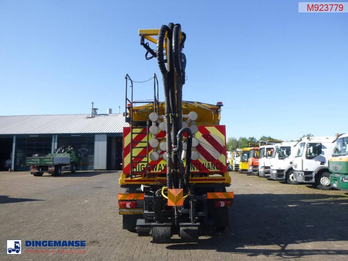 chassis cabine vrachtwagen Mercedes-Benz 1833 4x2 Euro 6 RHD road patcher / bitumen spreader 2015