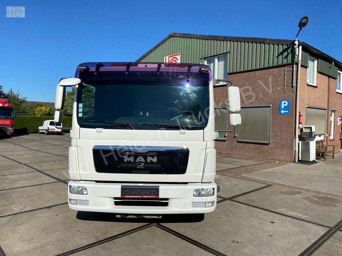 autotransporter vrachtwagen MAN TGL 8 | Sliding Platform | Underlift 1,5 T 2011