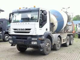 betonmixer vrachtwagen Iveco Trakker 360 8x4 / Mischer 9m³ / Klima 2008