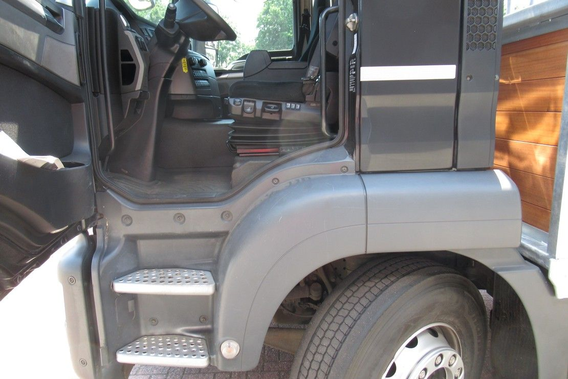 autotransporter vrachtwagen MAN 26.460 Euro 6 2017