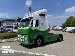 standaard trekker Volvo FM 4x2T Globetrotter Euro 6 2015