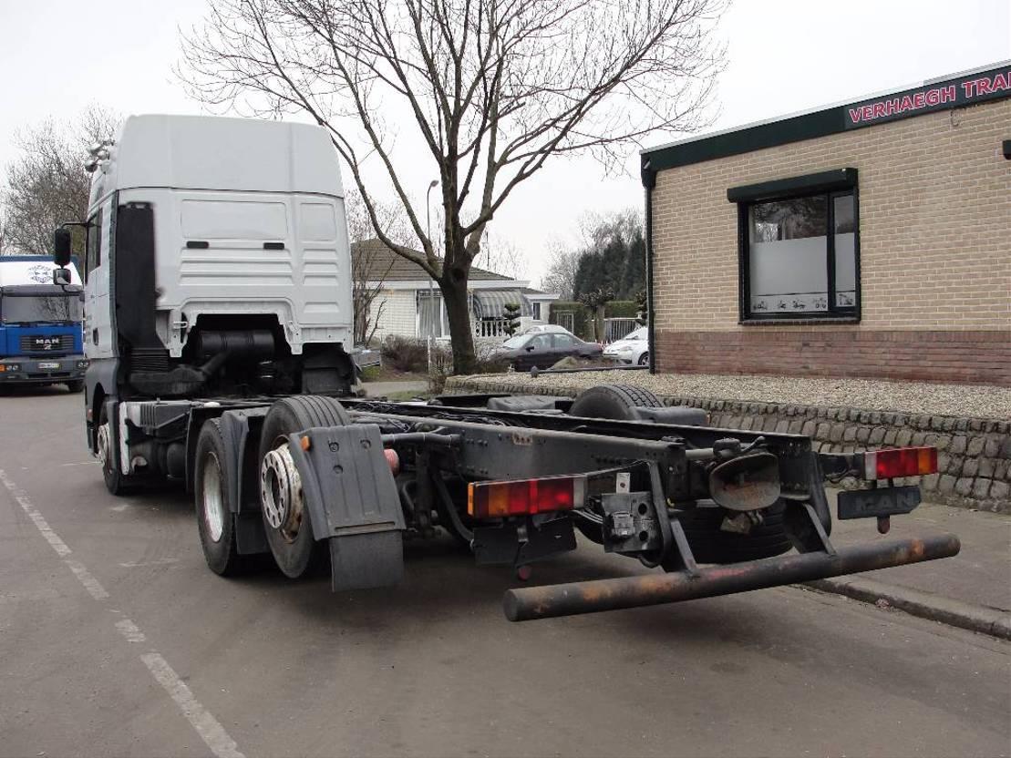 chassis cabine vrachtwagen MAN 26.460 2002