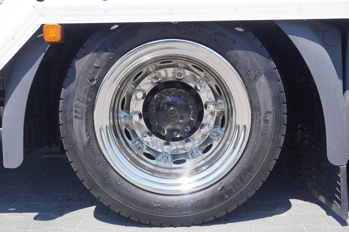 autotransporter vrachtwagen MAN TGX 26 XLX , E6 , 6X2 , NEW BODY 7,9m , ramps ,winch , remot 2017