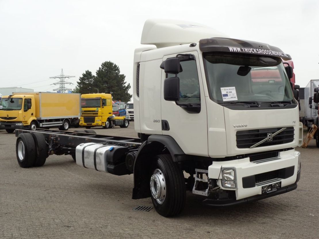 chassis cabine vrachtwagen Volvo 260 + Manual + Euro 5+LOW KILOMETERS 2011