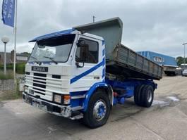 kipper vrachtwagen > 7.5 t Scania P112 360 FULL STEEL SPRING KIPPER 1989