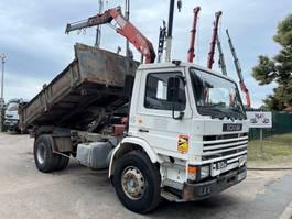 kipper vrachtwagen > 7.5 t Scania P93 -230 KIPPER + KRAN FASSI F75.21 - STEEL SPRING / LAMES / BLATT / BALLIESTAS / MOLES - GOOD TRUCK 1990