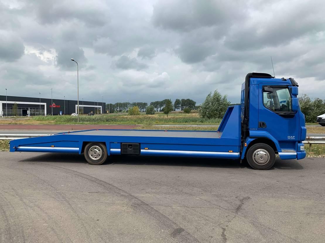 autotransporter vrachtwagen DAF -LF45 car transporter 2012