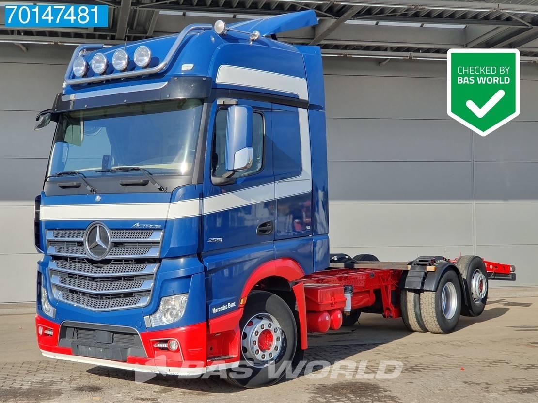 chassis cabine vrachtwagen Mercedes-Benz Actros 2551 6X2 Liftachse Xenon Navi GigaSpace 2014