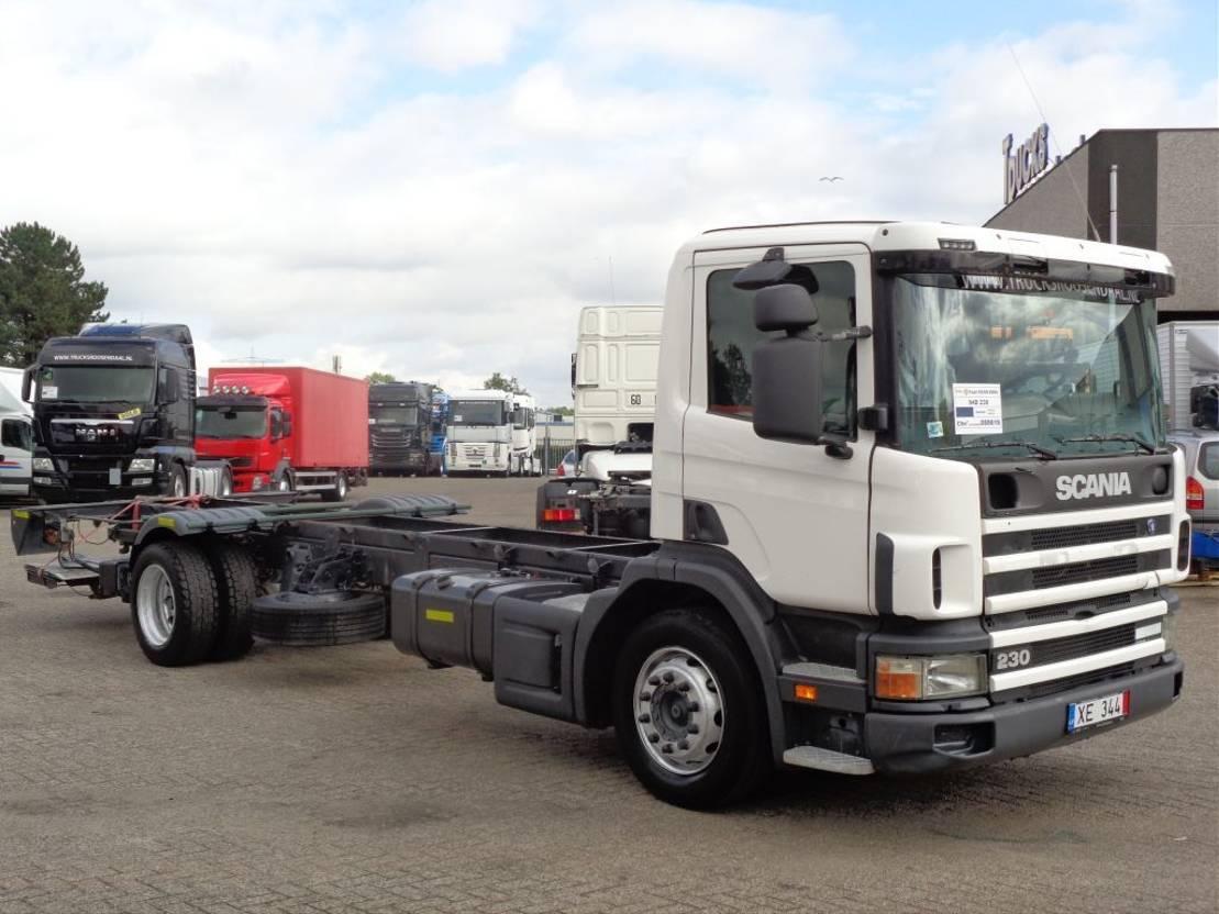 chassis cabine vrachtwagen Scania 94D 230 + Manual + Dhollandia Lift 2004
