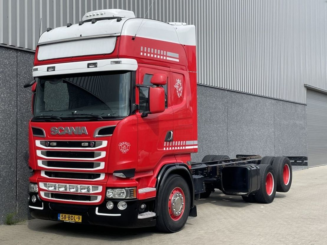 chassis cabine vrachtwagen Scania R520 V8 / Euro 6 / Manual / Retarder / WB 470 cm / King of the Road / NL Truck 2013