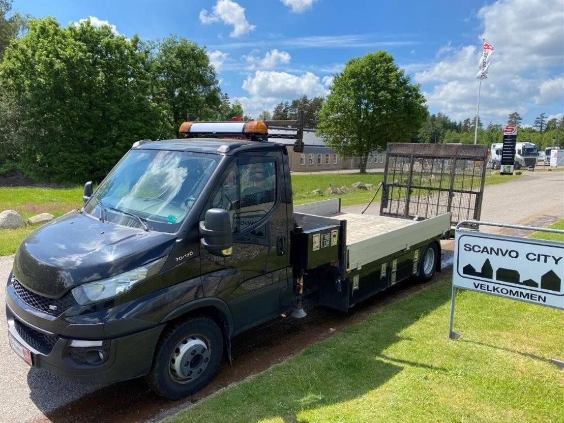 autotransporter vrachtwagen Iveco Daily 70C-170 Knæklad + Fassi Micro 30A.13 Kran 2017