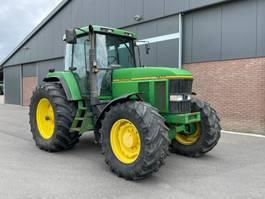 standaard tractor landbouw John Deere 7600