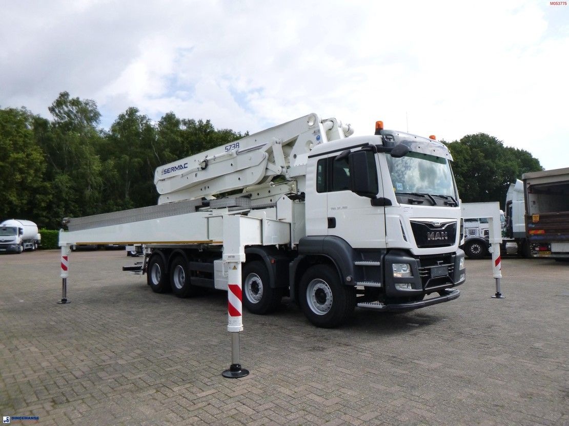 betonpomp vrachtwagen MAN 37.360 8X4 Euro 6 Sermac concrete pump 5Z38 2015