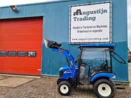standaard tractor landbouw New Holland Boomer 25 2015