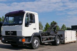 kipper vrachtwagen > 7.5 t MAN L20 Haken-Abrollkipper Schaltgetriebe 3-Sitzer 1993
