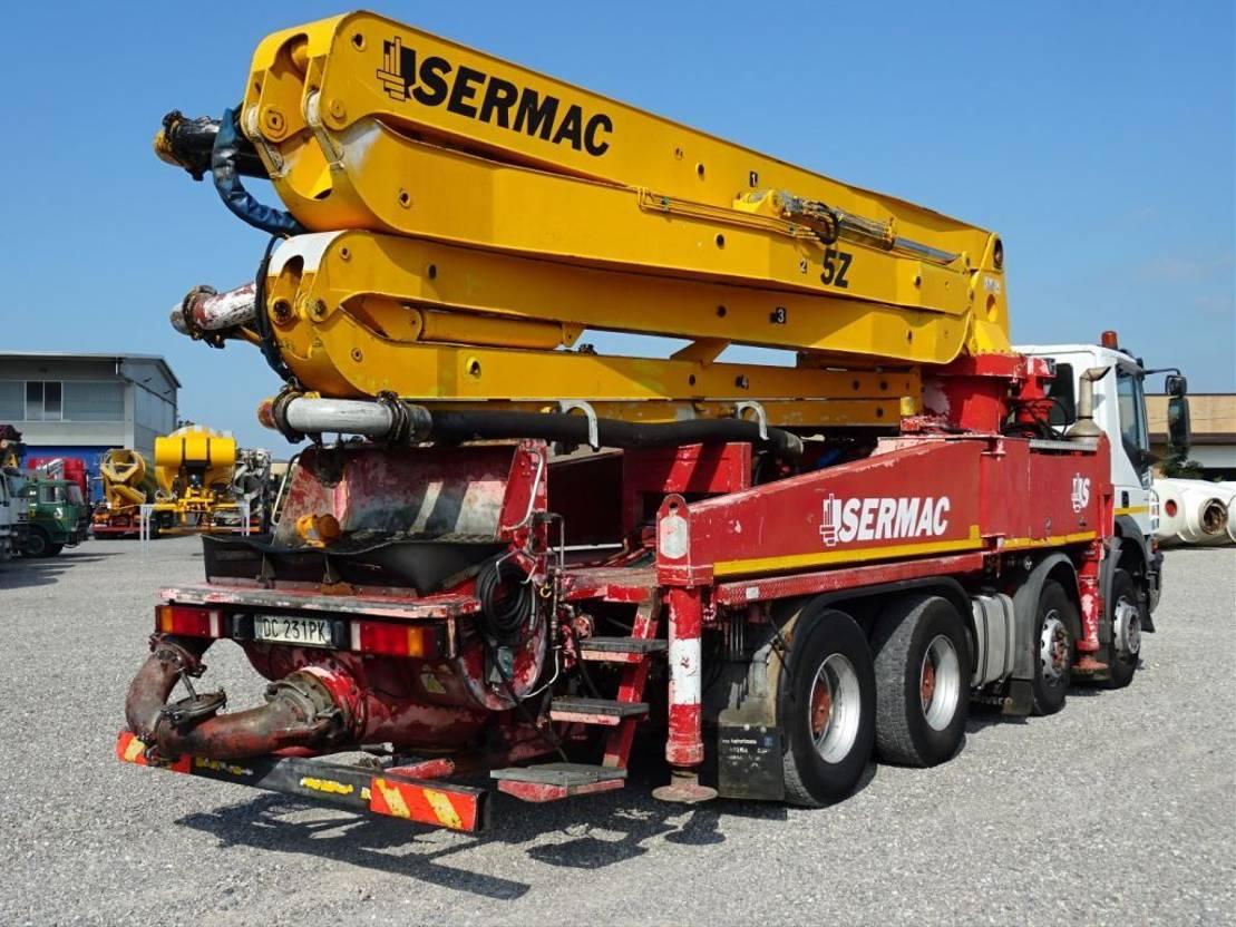 betonpomp vrachtwagen Iveco Trakker 410 TRAKKER  410T44