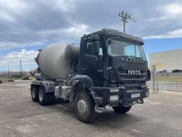 betonmixer vrachtwagen Iveco Trakker 410 Baryval