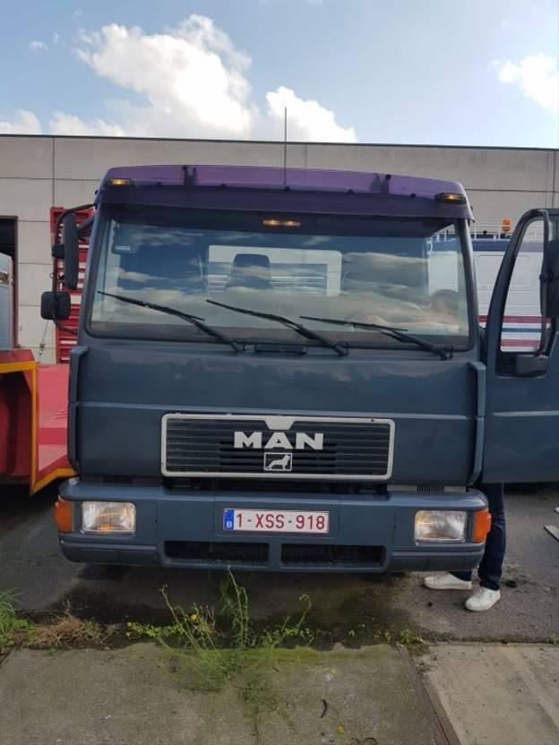 takelwagen-bergingswagen-vrachtwagen MAN 12.242 1994