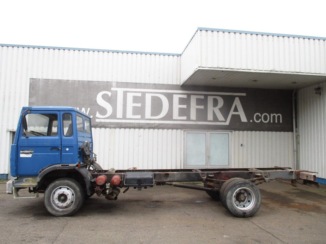 chassis cabine vrachtwagen Renault S 130 , Chassis Cabine , 6 Cylinders , Spring Suspension 1988