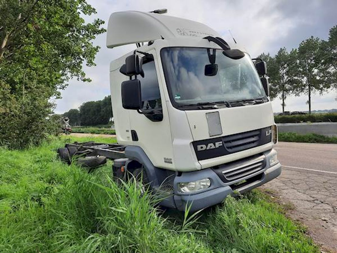 chassis cabine vrachtwagen DAF LF 45 220 2011