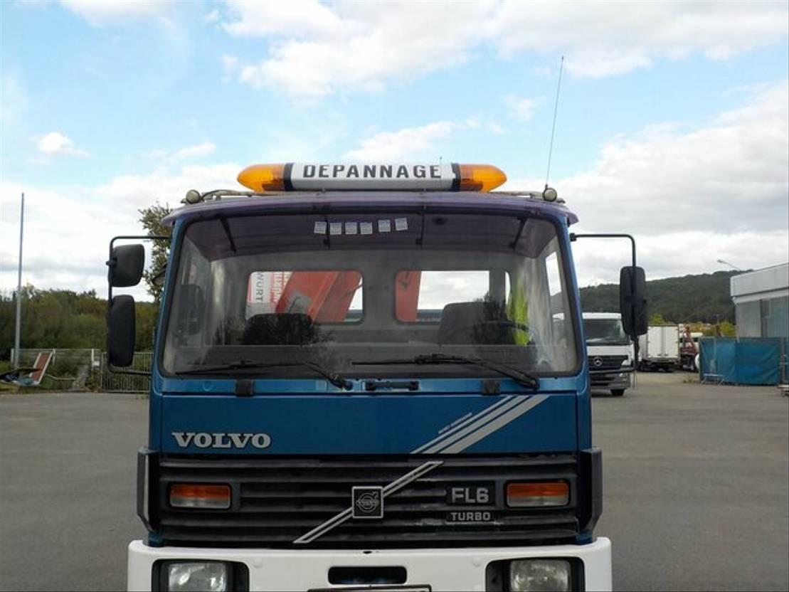 takelwagen-bergingswagen-vrachtwagen Volvo FL 6 Abschleppwagen mit Kran neuer TÜV 1986
