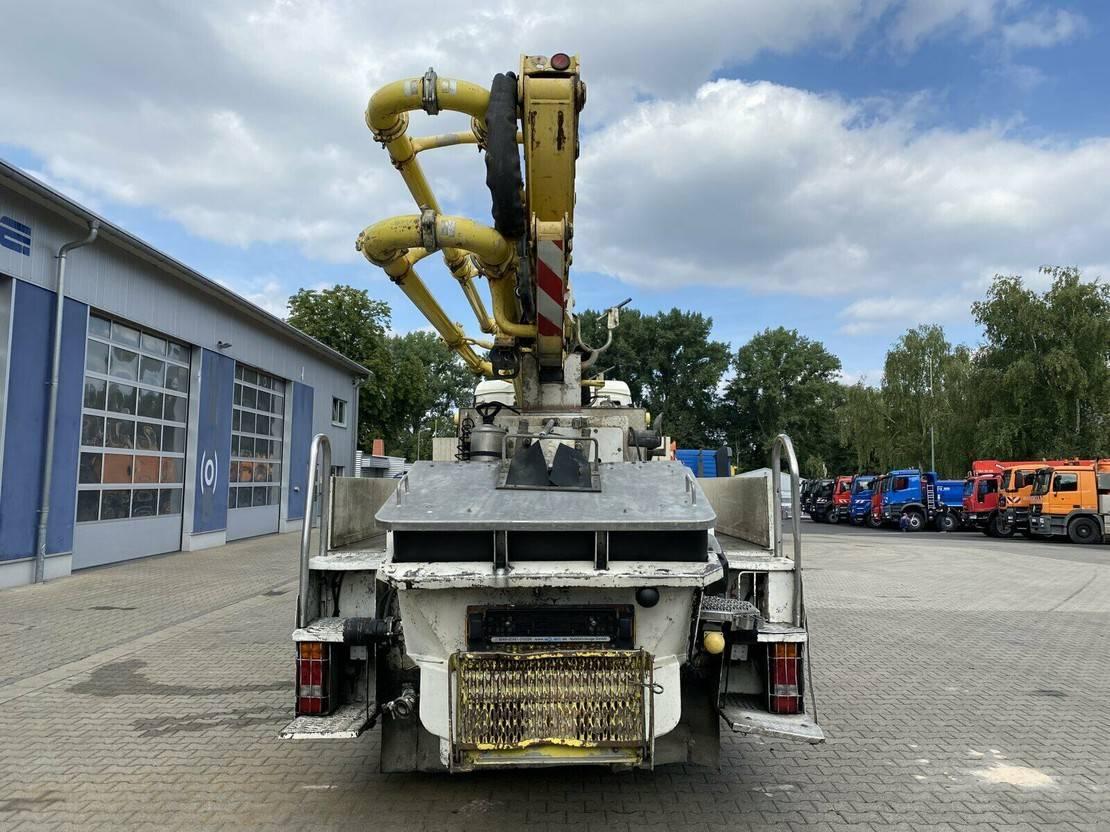 betonpomp vrachtwagen MAN TGS 26 6x4 Betonpumpe Putzmeister 28-4 14H 2008
