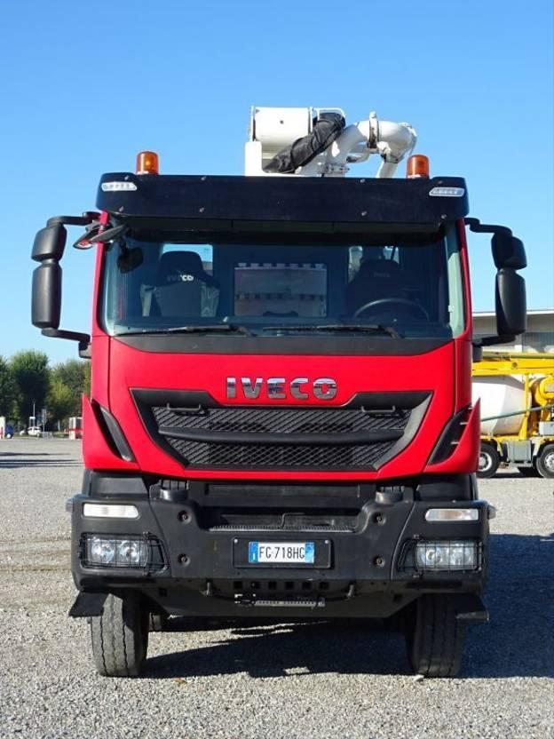 betonpomp vrachtwagen Iveco Trakker 410 EUROTRAKKER  410T45