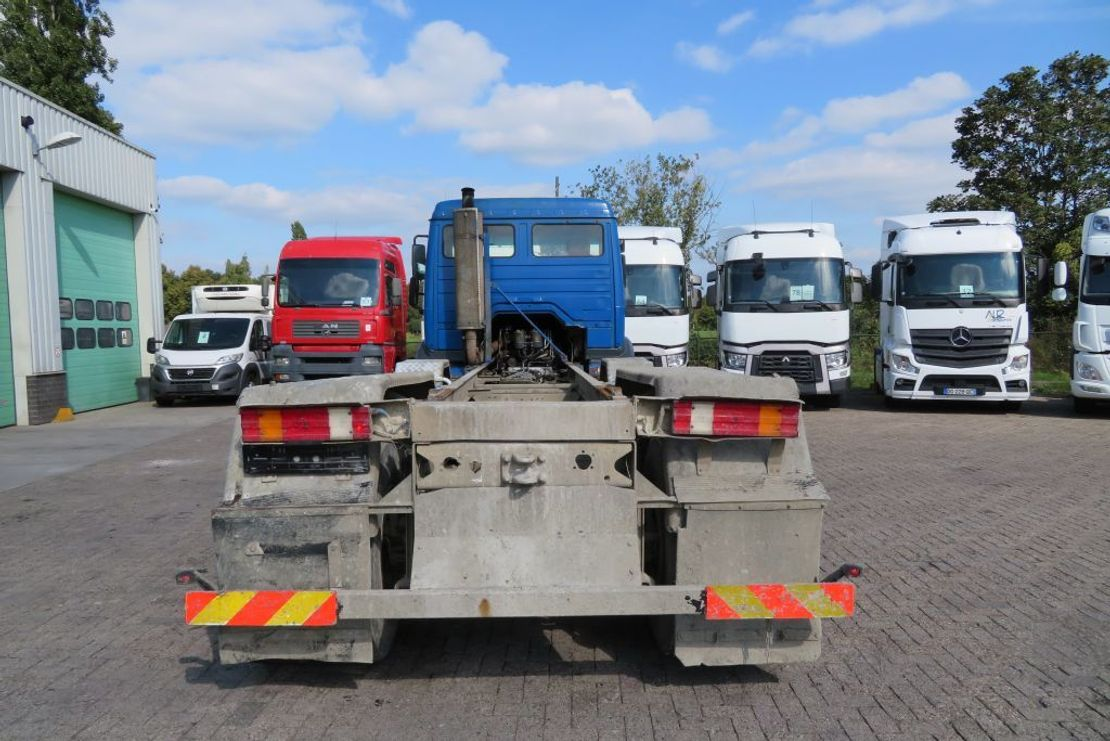chassis cabine vrachtwagen Mercedes-Benz 3234 8x4 ( 12 tyres BIG AXELS),  !!!FULL SPRING!!!, manual pomp.  VERY CLEAN TRUCK! 1997