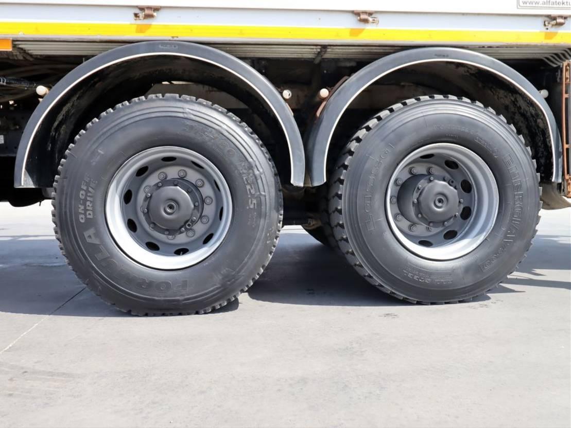 betonpomp vrachtwagen Mercedes-Benz AXOR 3340 AC  Schwing 36/3 Concrete Pump 2016