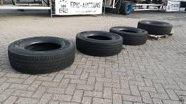 banden vrachtwagen onderdeel Pirelli 315/70 R22.5