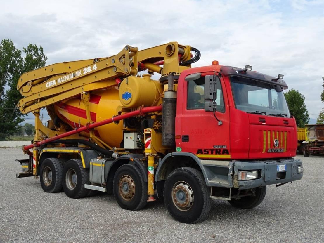 betonpomp vrachtwagen Astra HD7 8442