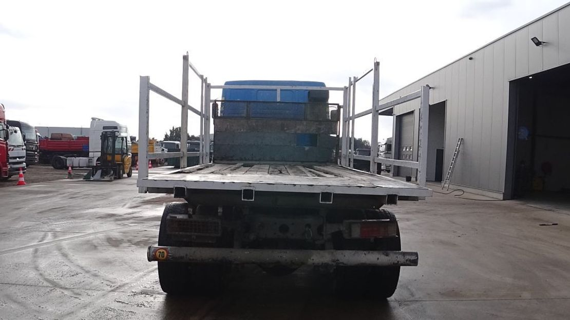 chassis cabine vrachtwagen Scania 112 - 360 (6X4 / SUSP. LAMES / POMPE MANUELLE / 10 ROUES) 1986